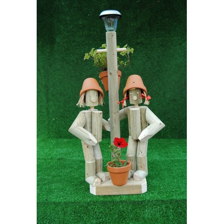 Couple with a lamp post